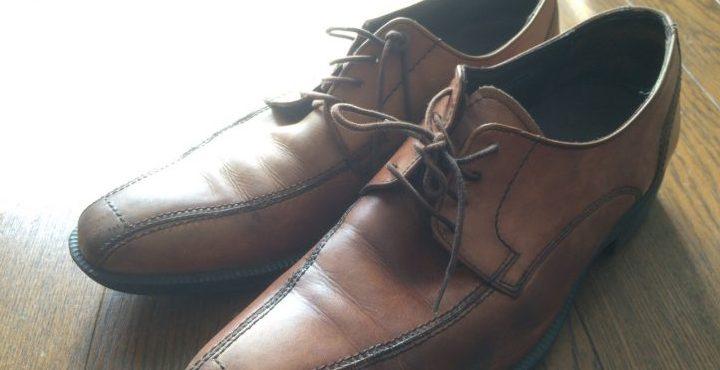 サイズが小さい!!革靴を自宅で簡単に大きくする方法。
